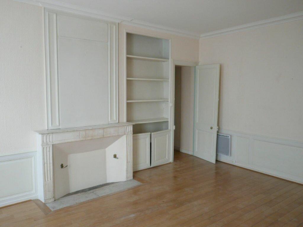 Appartement à louer 3 68.72m2 à La Rochelle vignette-1