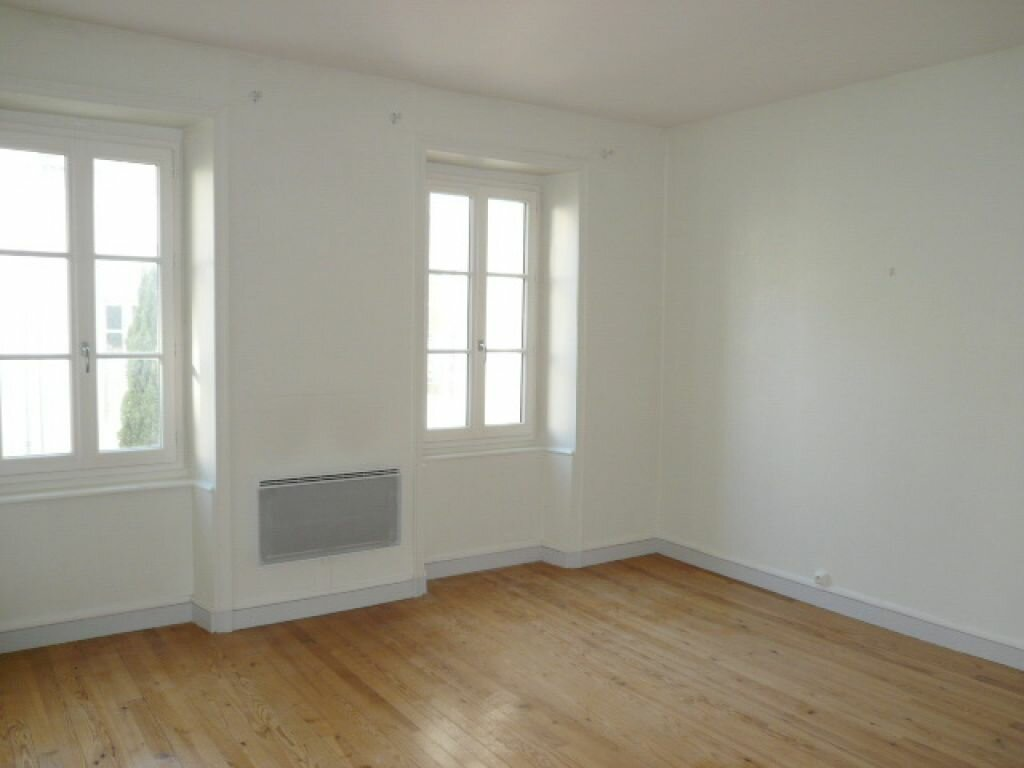 Appartement à louer 3 68.72m2 à La Rochelle vignette-2