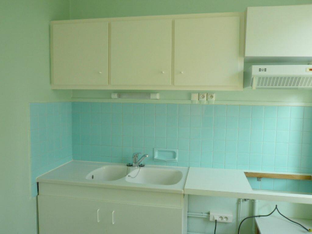 Appartement à louer 3 68.72m2 à La Rochelle vignette-4