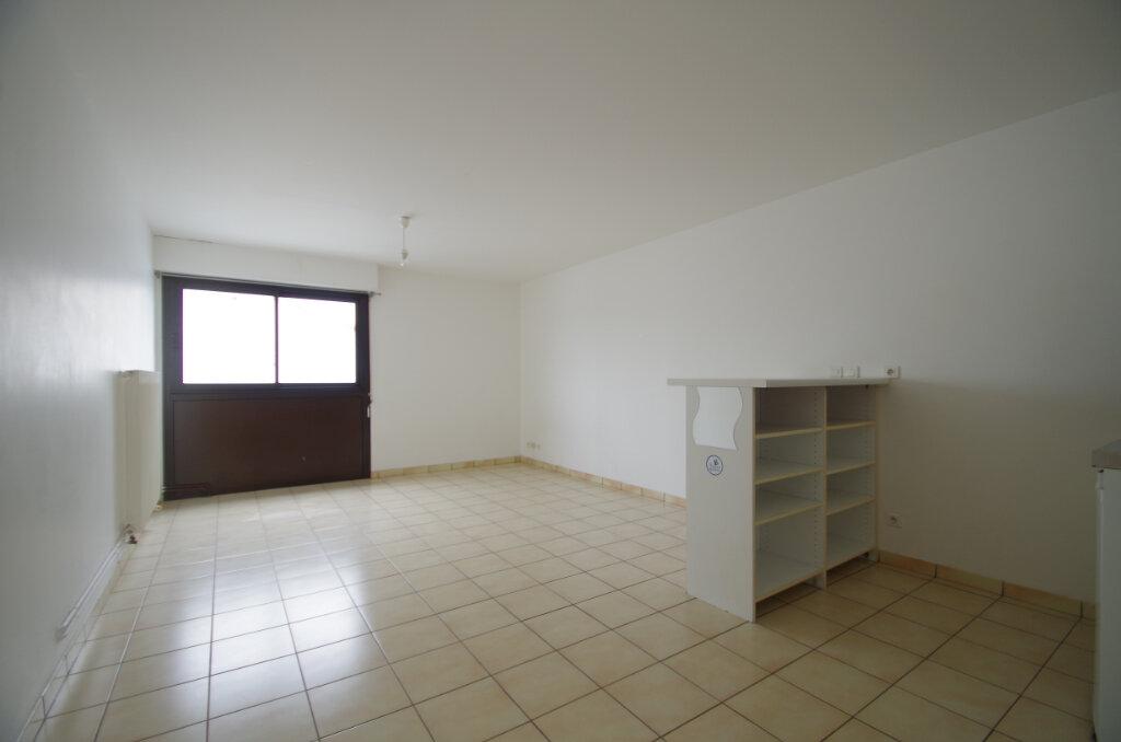 Appartement à louer 1 29.84m2 à La Rochelle vignette-1