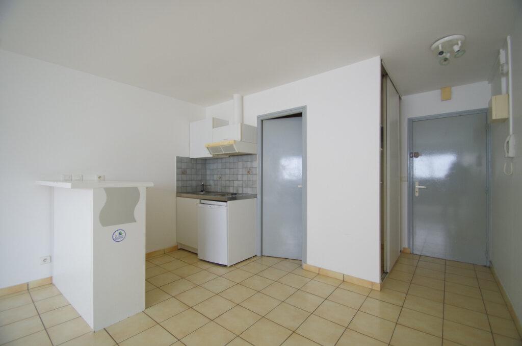 Appartement à louer 1 29.84m2 à La Rochelle vignette-3