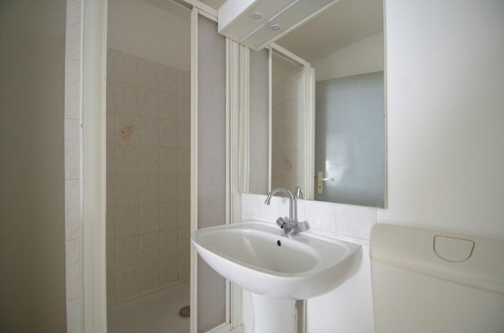 Appartement à louer 1 29.84m2 à La Rochelle vignette-5