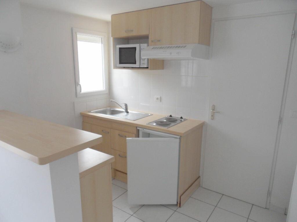 Appartement à louer 1 25.05m2 à La Rochelle vignette-3