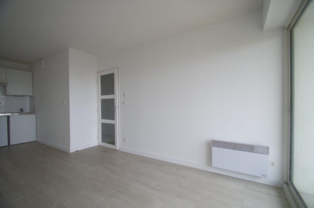 Appartement à louer 2 35.55m2 à La Rochelle vignette-3