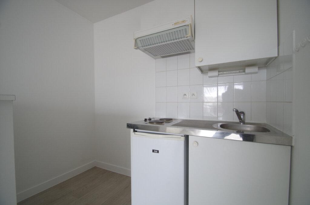 Appartement à louer 2 35.55m2 à La Rochelle vignette-5
