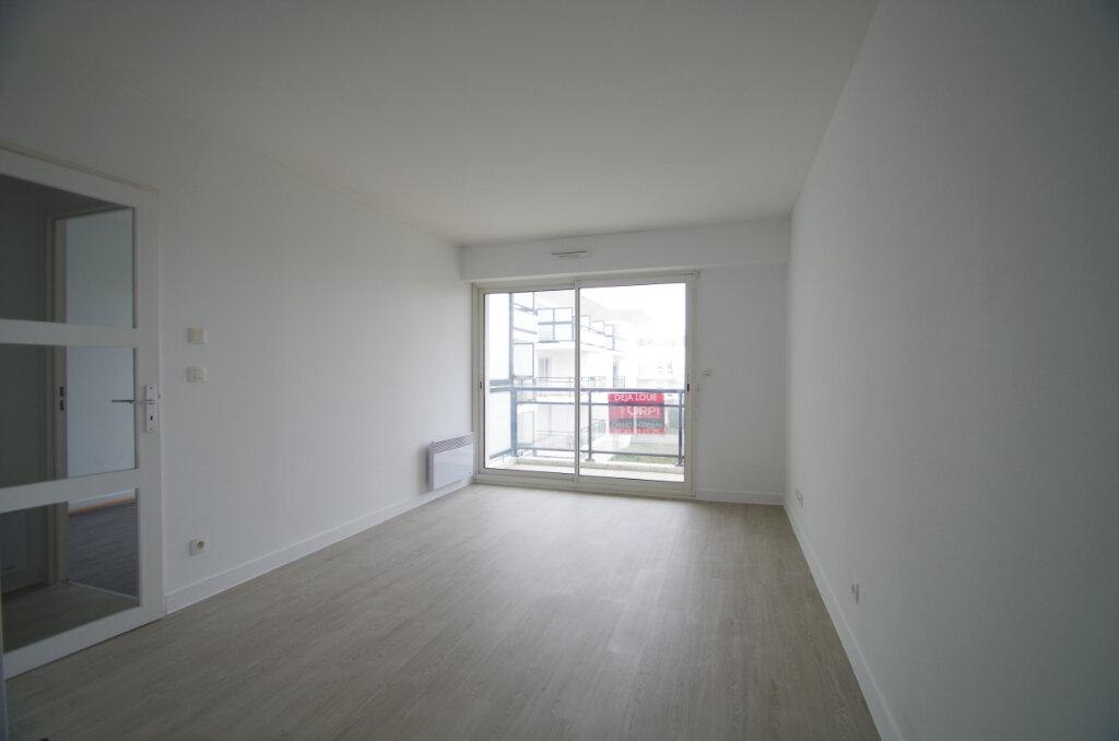 Appartement à louer 2 35.55m2 à La Rochelle vignette-6