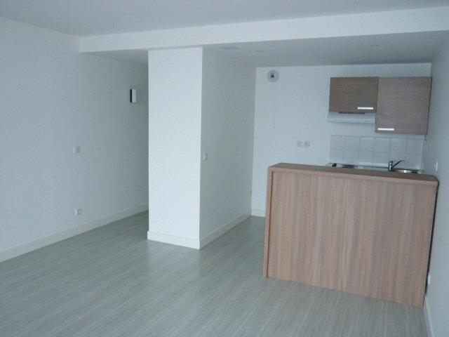 Appartement à louer 2 43.1m2 à La Rochelle vignette-2