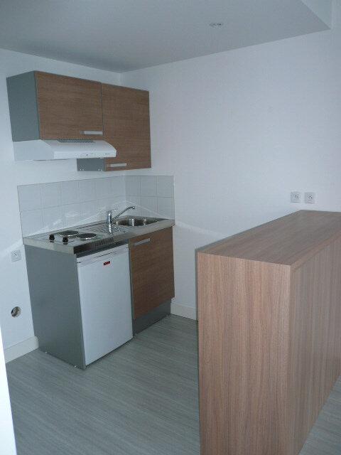 Appartement à louer 2 43.1m2 à La Rochelle vignette-3