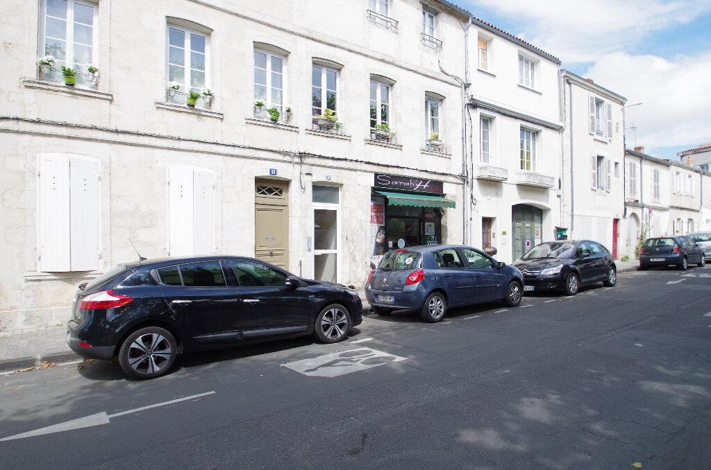 Appartement à louer 3 57.06m2 à La Rochelle vignette-1