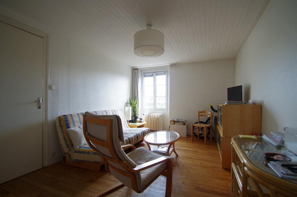 Appartement à louer 3 57.06m2 à La Rochelle vignette-2