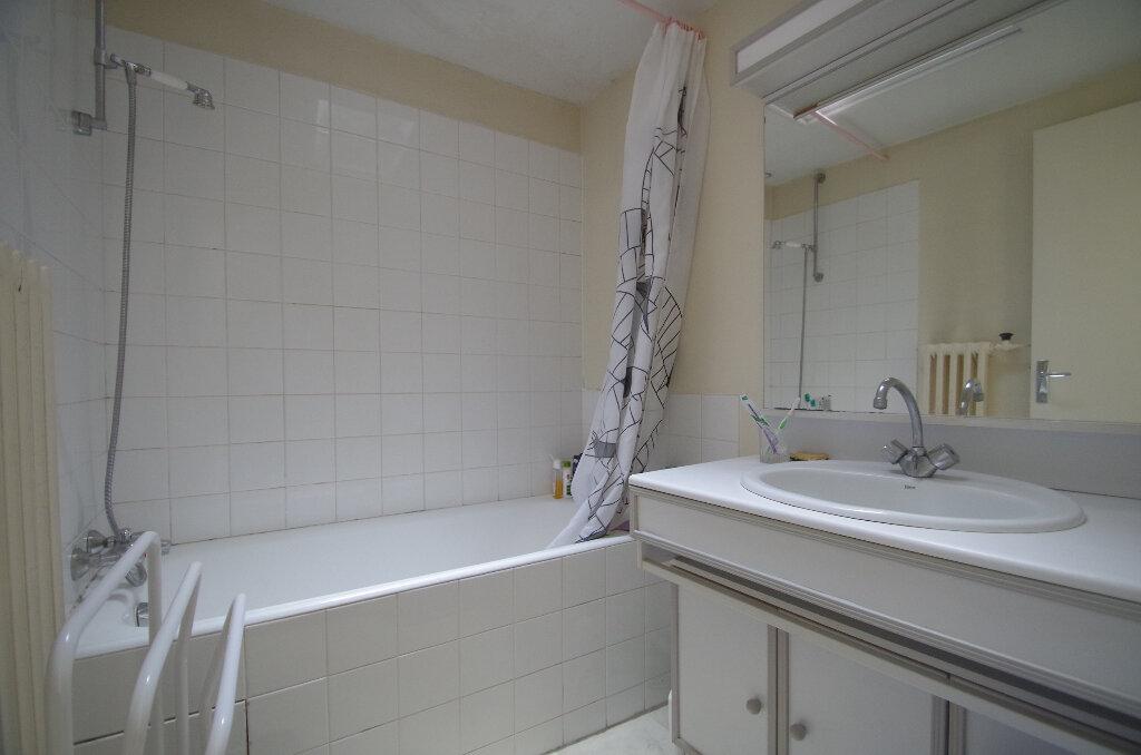 Appartement à louer 3 57.06m2 à La Rochelle vignette-7