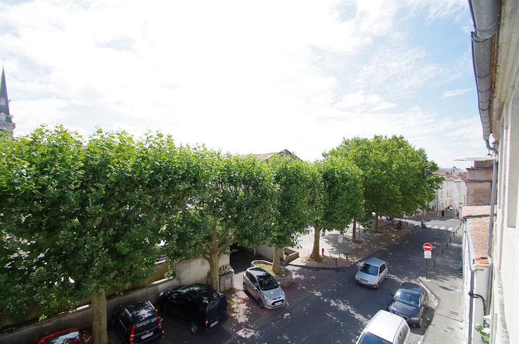 Appartement à louer 3 57.06m2 à La Rochelle vignette-8