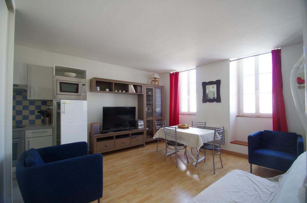 Appartement à louer 2 38.15m2 à La Rochelle vignette-1