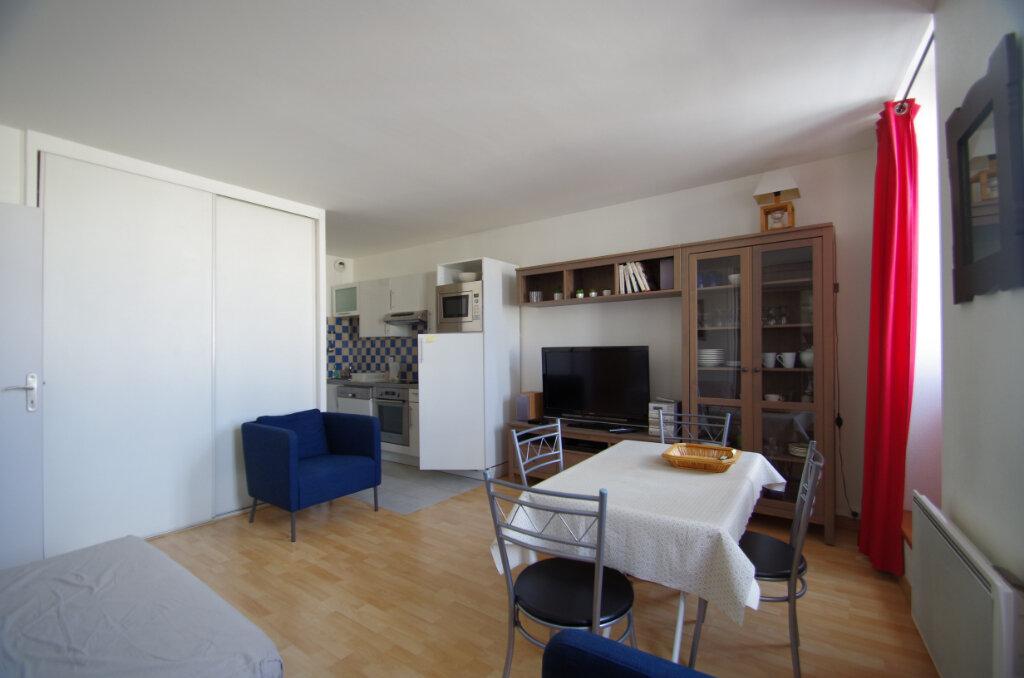 Appartement à louer 2 38.15m2 à La Rochelle vignette-2