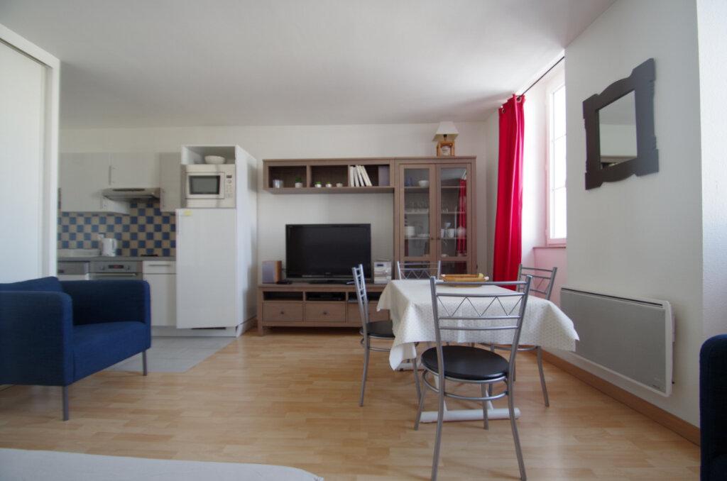 Appartement à louer 2 38.15m2 à La Rochelle vignette-9