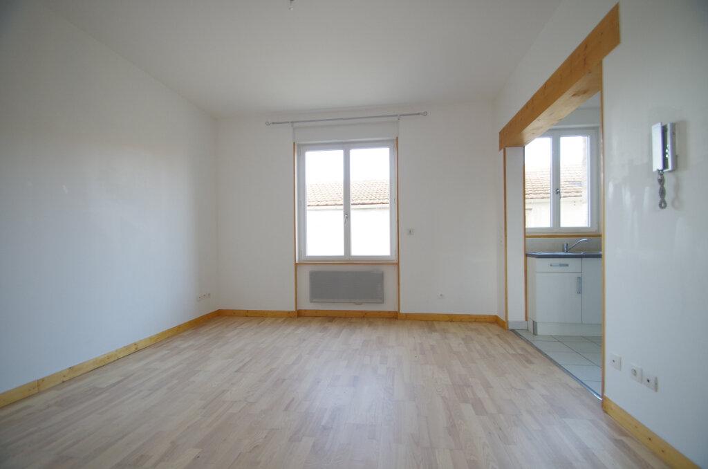 Appartement à louer 2 34.65m2 à La Rochelle vignette-1