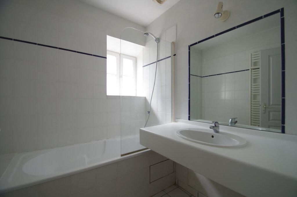 Appartement à louer 2 41.07m2 à La Rochelle vignette-6