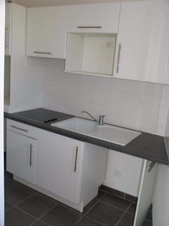 Appartement à louer 2 42m2 à La Rochelle vignette-3
