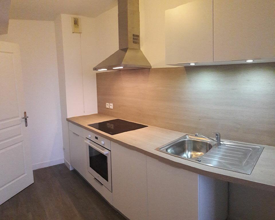 Appartement à louer 2 35.9m2 à La Rochelle vignette-1