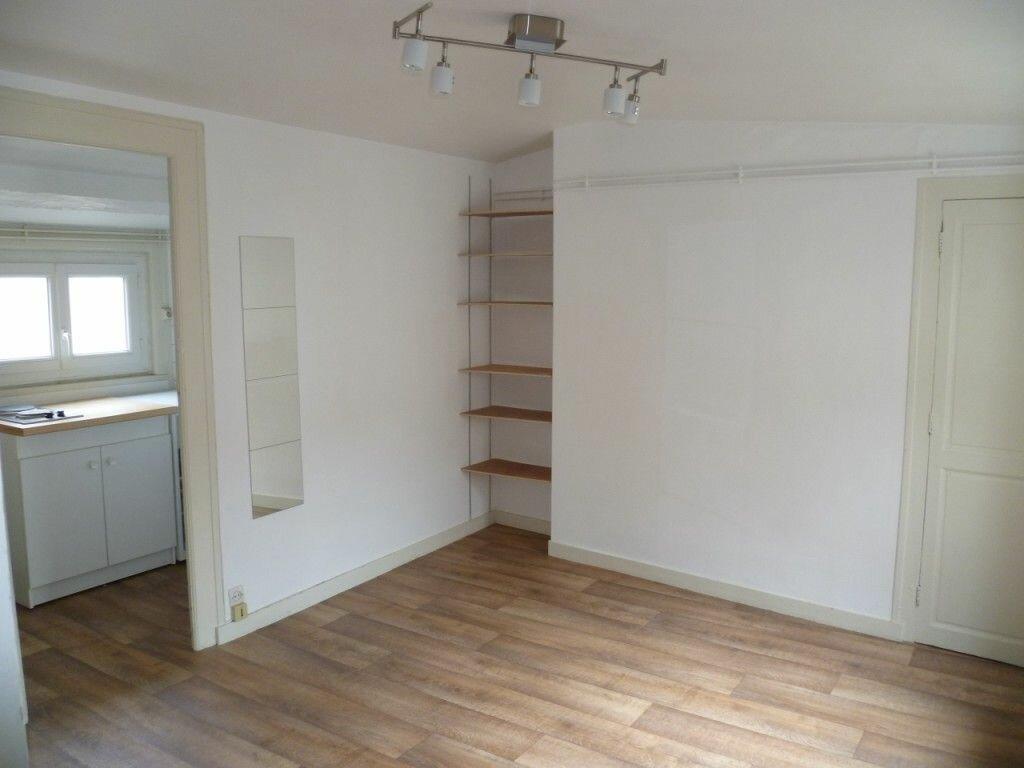 Appartement à louer 1 22m2 à La Rochelle vignette-1