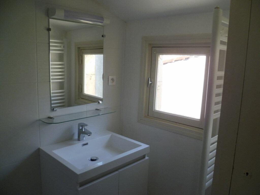 Appartement à louer 1 22m2 à La Rochelle vignette-3