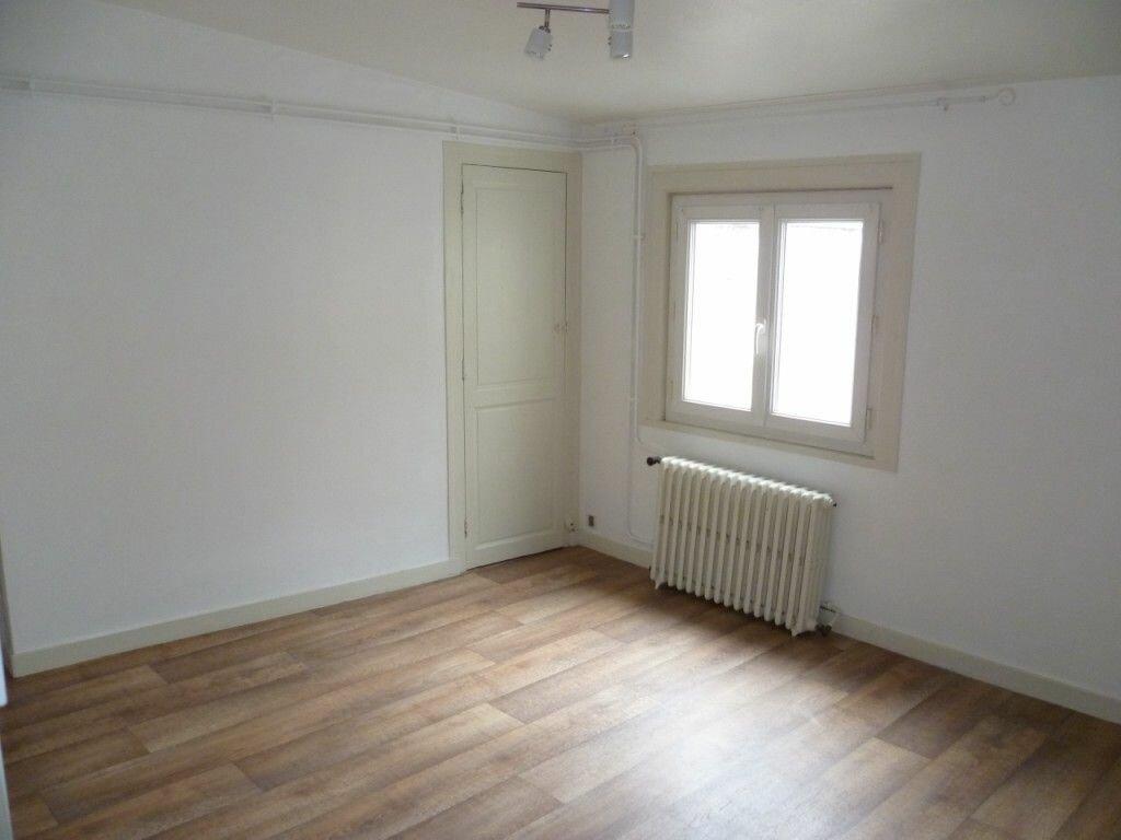 Appartement à louer 1 22m2 à La Rochelle vignette-4