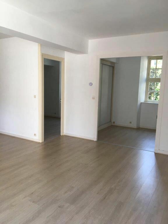 Appartement à louer 2 65.42m2 à La Rochelle vignette-2