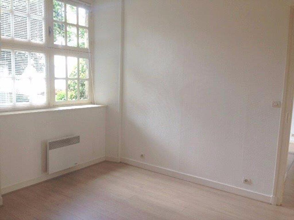 Appartement à louer 2 65.42m2 à La Rochelle vignette-3