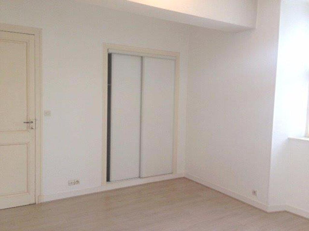 Appartement à louer 2 65.42m2 à La Rochelle vignette-4