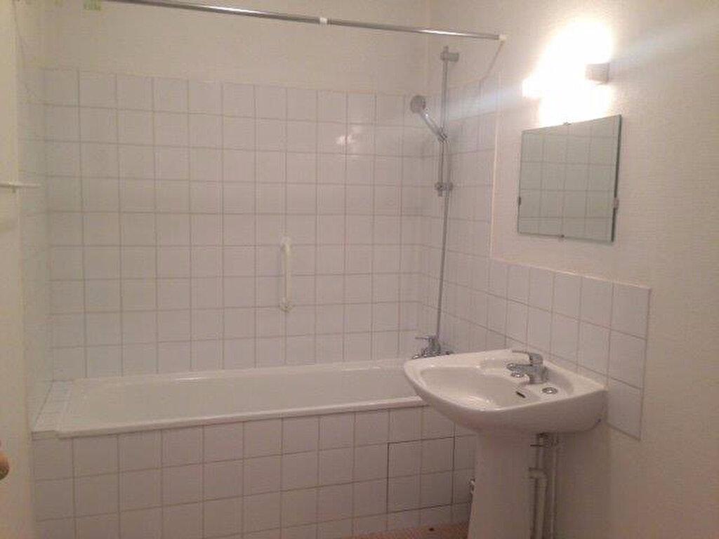 Appartement à louer 2 65.42m2 à La Rochelle vignette-5