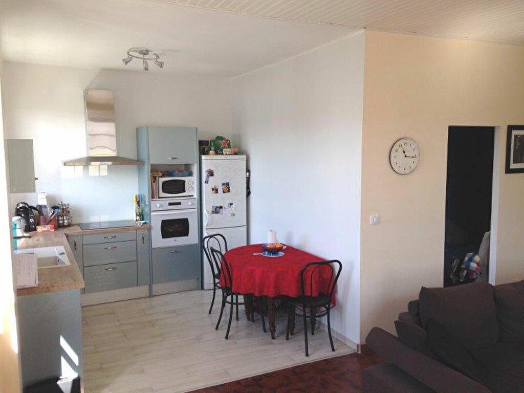 Maison à louer 4 67.88m2 à La Rochelle vignette-2