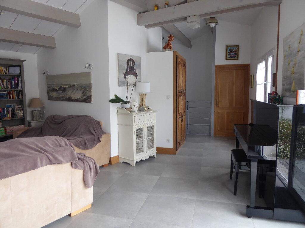 Maison à vendre 4 130m2 à Rivedoux-Plage vignette-3