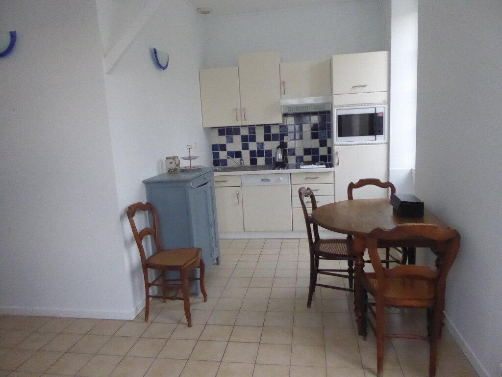 Appartement à louer 2 33m2 à La Flotte vignette-3