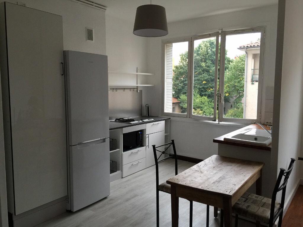 Appartement à louer 2 46.81m2 à Lyon 4 vignette-1