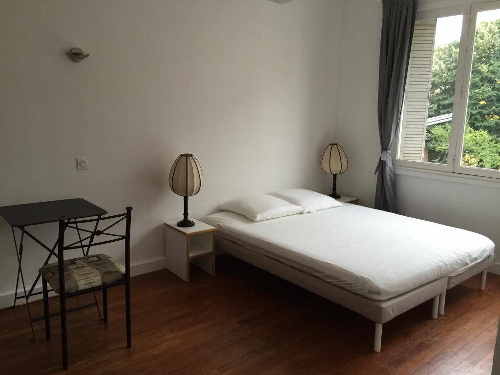 Appartement à louer 2 46.81m2 à Lyon 4 vignette-2
