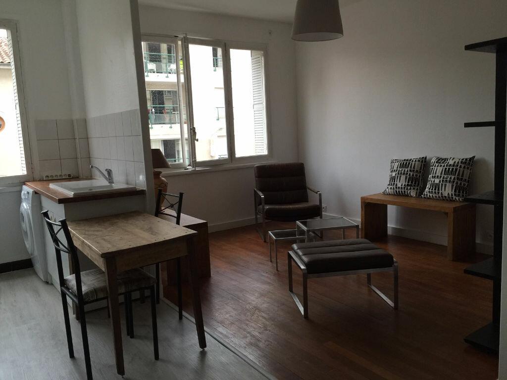 Appartement à louer 2 46.81m2 à Lyon 4 vignette-3