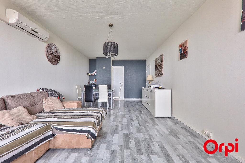 Appartement à vendre 4 82.18m2 à Rillieux-la-Pape vignette-2