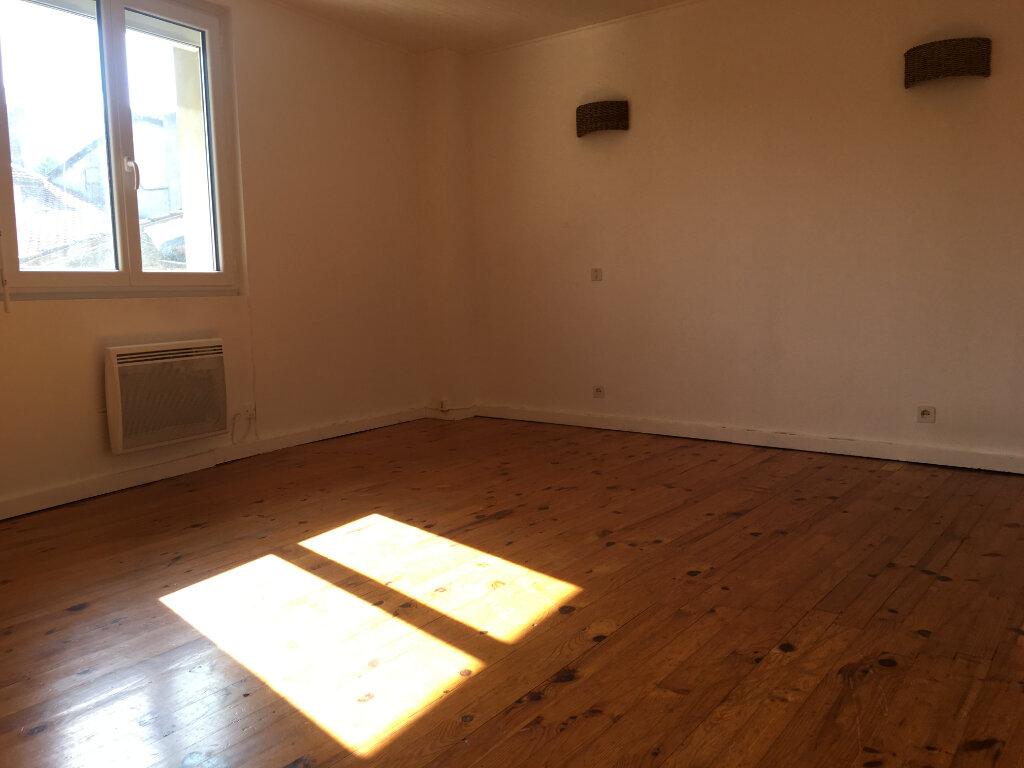 Appartement à louer 2 32.78m2 à Couzon-au-Mont-d'Or vignette-2