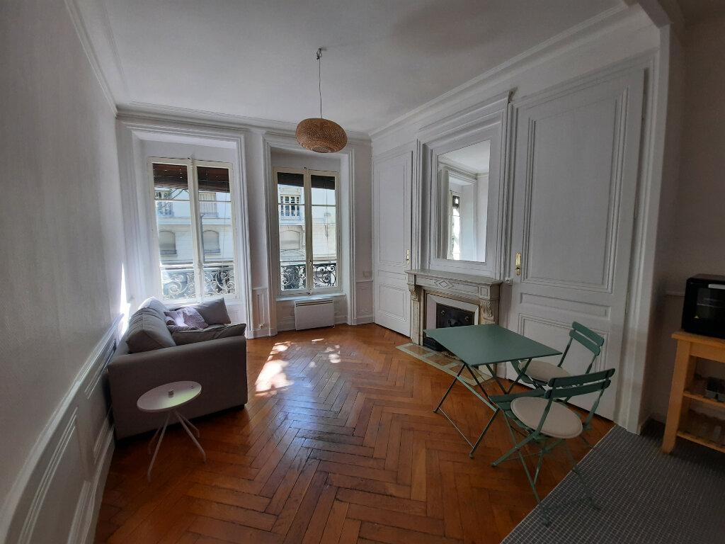 Appartement à louer 2 38m2 à Lyon 6 vignette-2