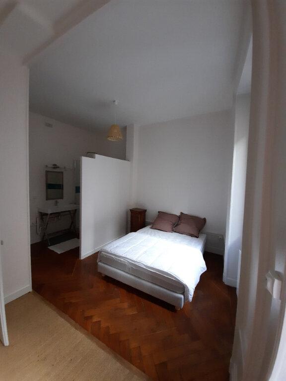 Appartement à louer 2 38m2 à Lyon 6 vignette-3