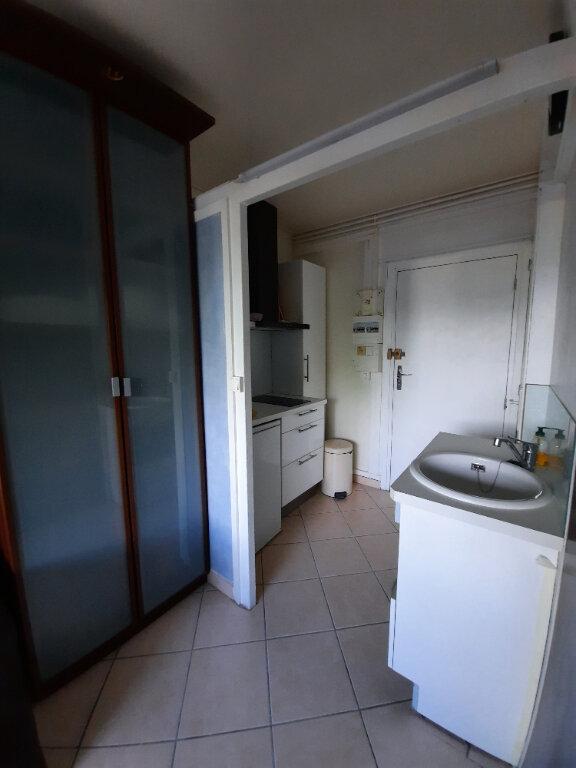 Appartement à louer 1 15.16m2 à Sainte-Foy-lès-Lyon vignette-3