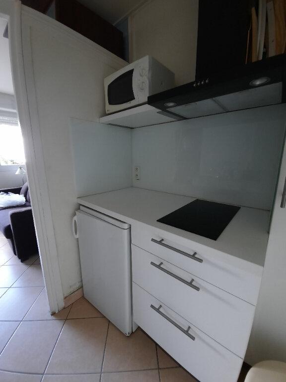 Appartement à louer 1 15.16m2 à Sainte-Foy-lès-Lyon vignette-4