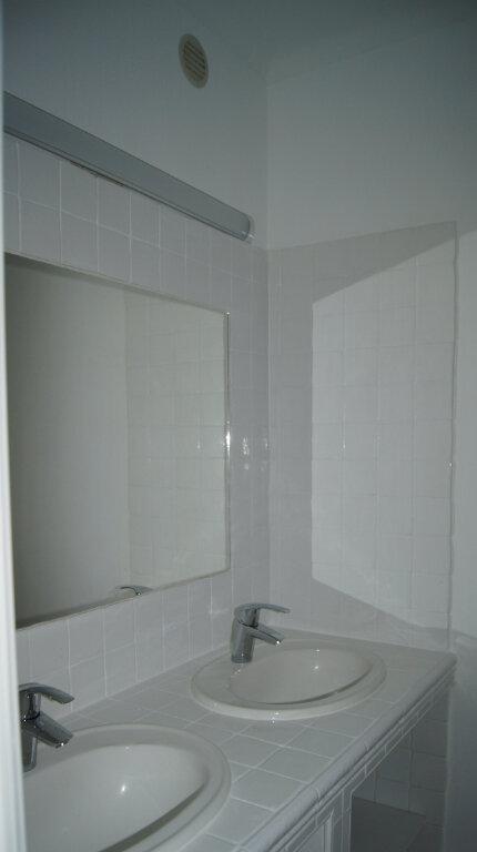 Appartement à louer 5 80.24m2 à Lyon 9 vignette-5