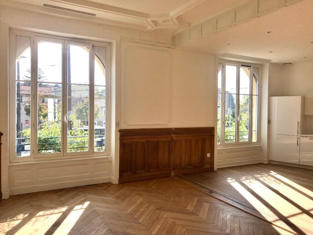 Appartement à vendre 4 129m2 à Caluire-et-Cuire vignette-1