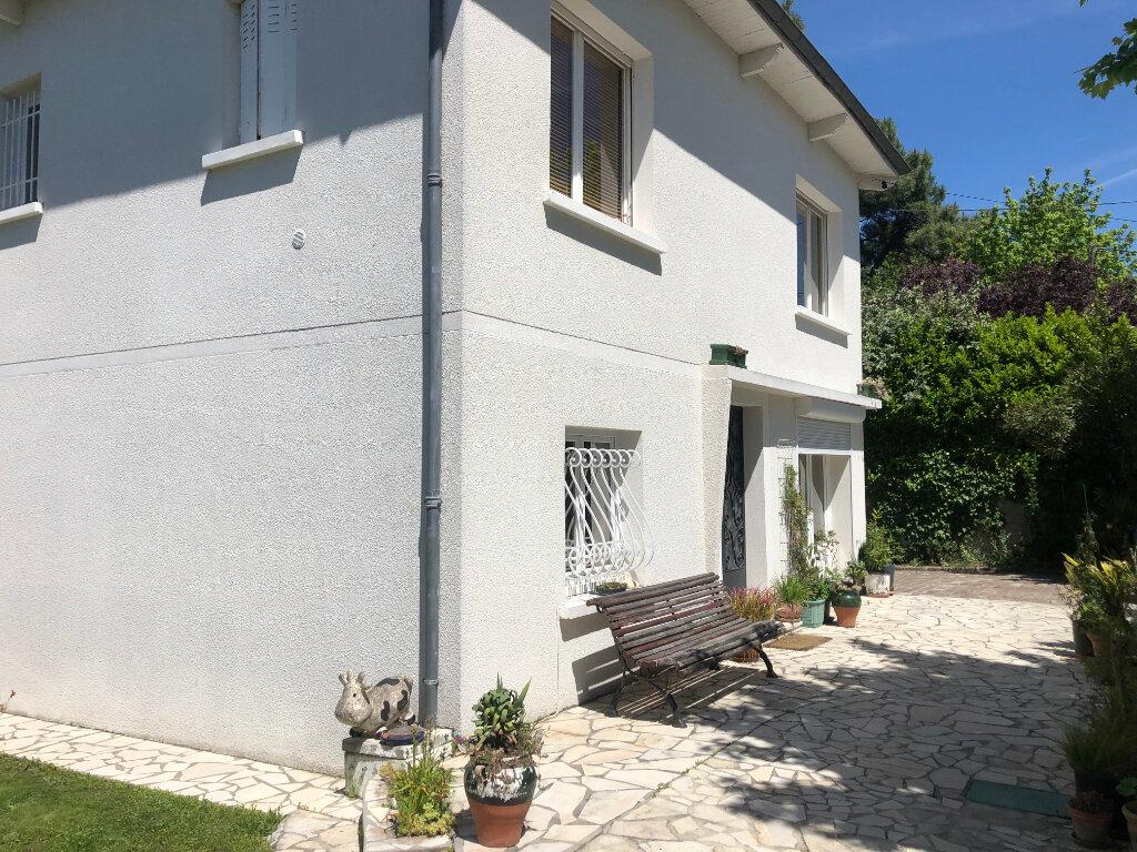 Maison à vendre 5 147m2 à Villenave-d'Ornon vignette-1