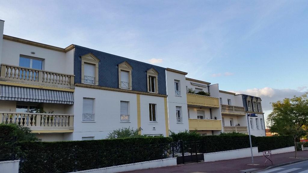 Appartement à louer 2 43m2 à Villenave-d'Ornon vignette-1
