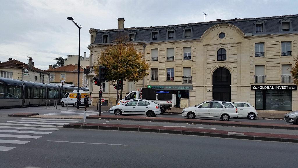 Appartement à louer 3 74.67m2 à Bordeaux vignette-3