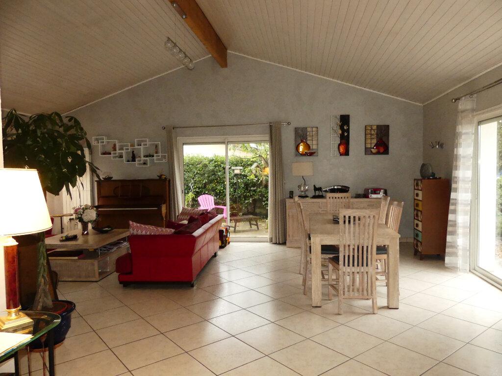 Maison à vendre 7 154m2 à Saint-Jean-d'Illac vignette-1