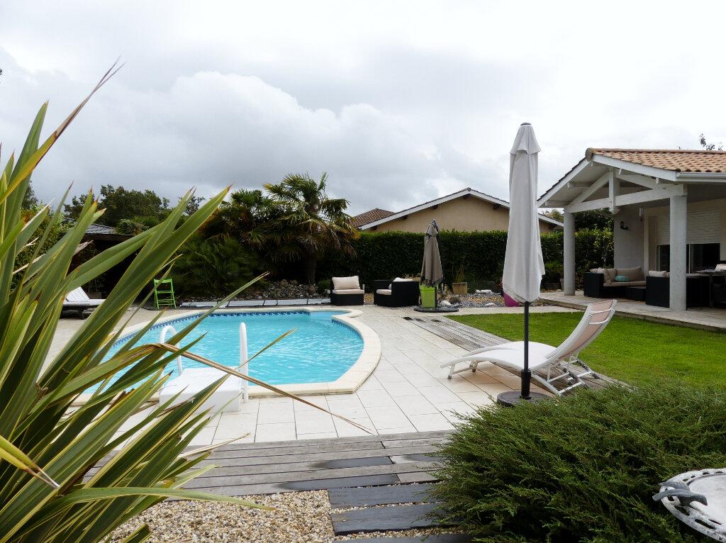 Maison à vendre 7 154m2 à Saint-Jean-d'Illac vignette-3