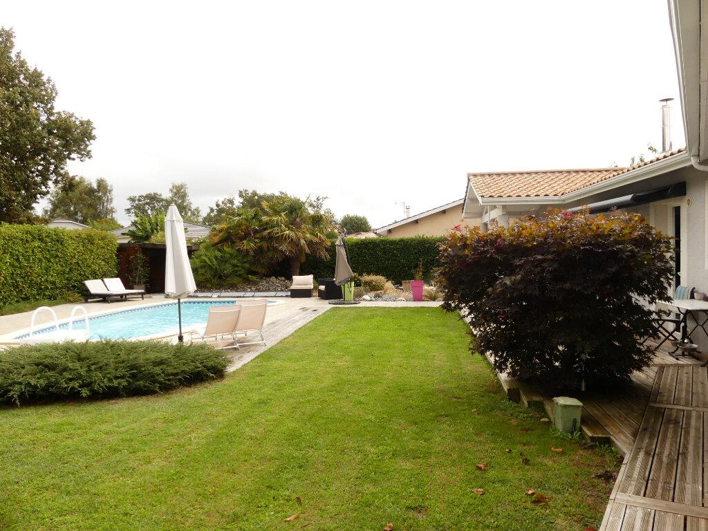 Maison à vendre 7 154m2 à Saint-Jean-d'Illac vignette-4